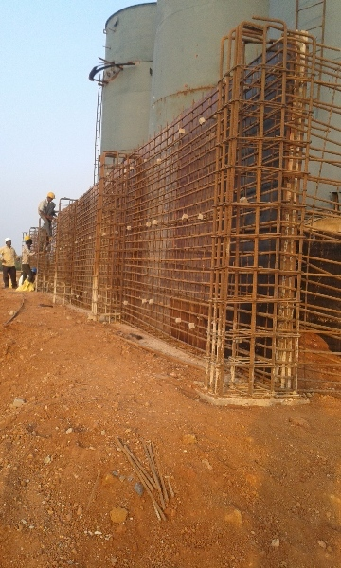 Dyke wall under construction